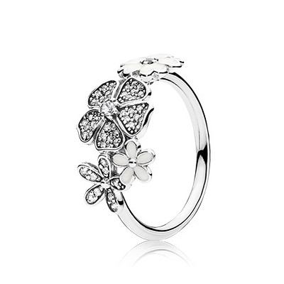 PANDORA Shimmering Bouquet Ring